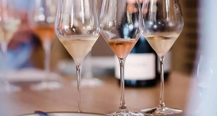 イングリッシュ・スパークリングワインの魅力に迫る〜「気品」漂う高品質スパークリングワインの発見