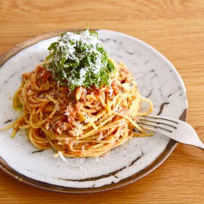 鯖味噌缶とトマトのパスタ