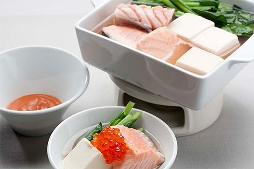 【ワインに合うスタミナ鍋レシピ】ピンクなサーモン鍋