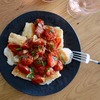 カリカリ揚げ餅 焼きトマトとナンプラーのソース