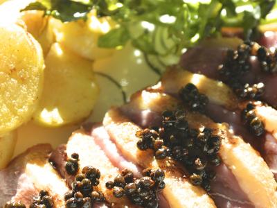 鴨のロースト バルサミコと山椒のソース