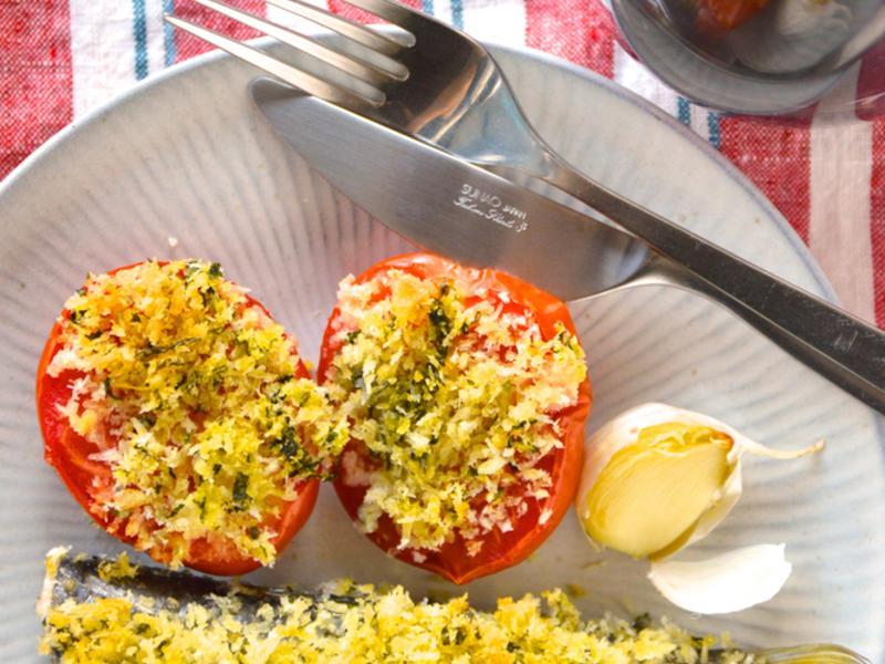 イワシとトマトのバジルパン粉焼き