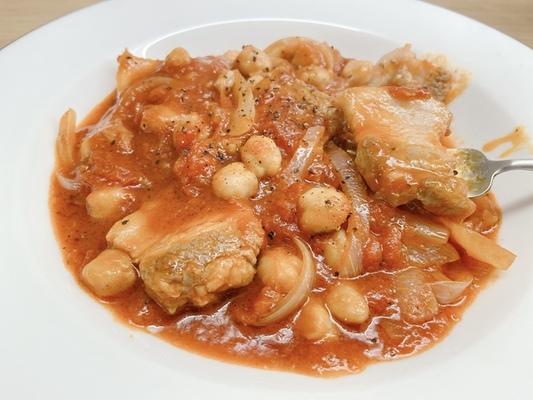 豚肉と豆のトマト煮込み
