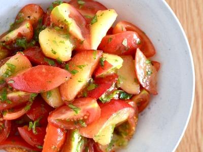 トマトとプラムとハーブのサラダ