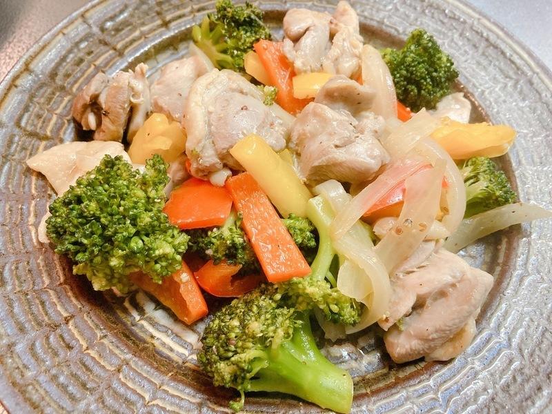 鶏肉とブロッコリーのスパイス炒め