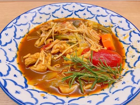 鶏肉のトマトカレースープ