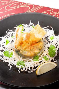 【少々夏バテ… 食欲よみがえりレシピ!】いろいろ野菜とエビ×アボカドのピリ辛マヨ和えエスニック風