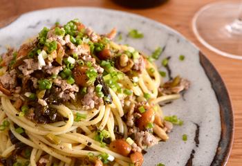高菜漬けとなめこのスパゲッティ バター醤油風味