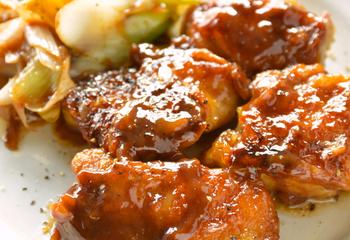 鶏もも肉とネギの梅オイスターソース炒め
