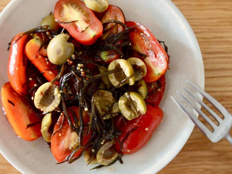 トマトとオリーブとひじきのサラダ
