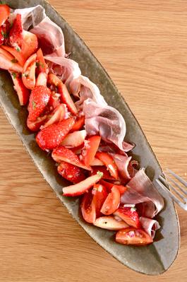 生ハムとトマトとイチゴ