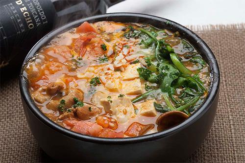 【ワインに合うスタミナ鍋レシピ】2度楽しめるチゲ鍋